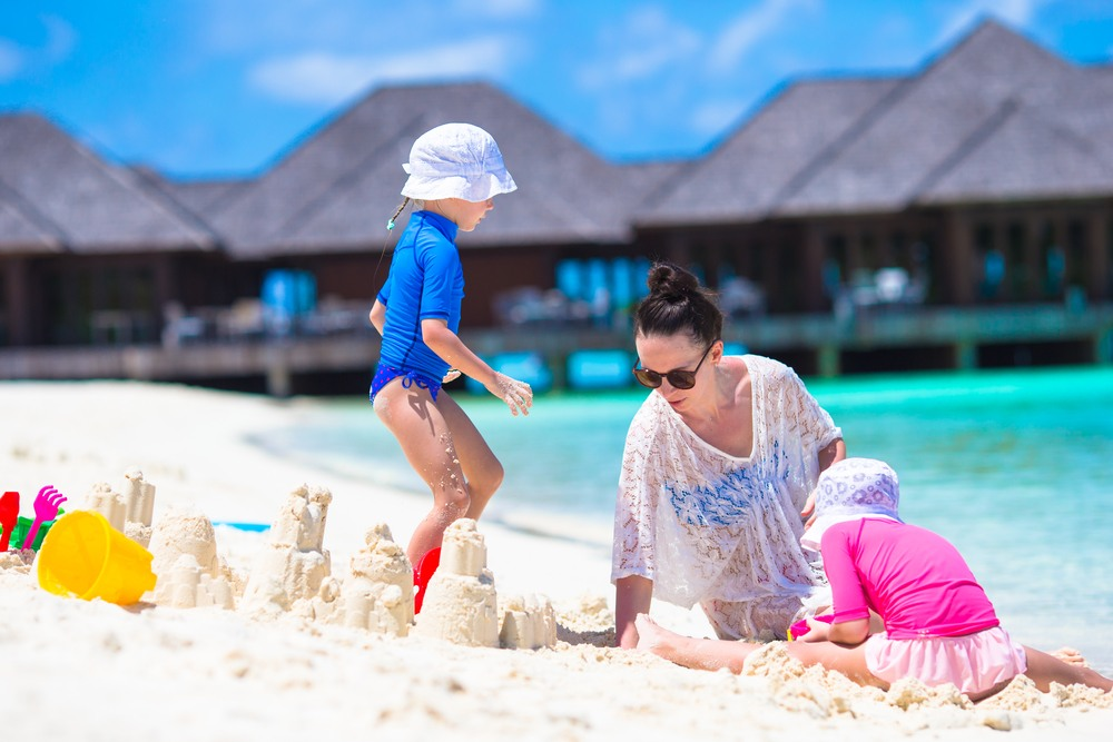 Beach-Bags-for-Moms-Families